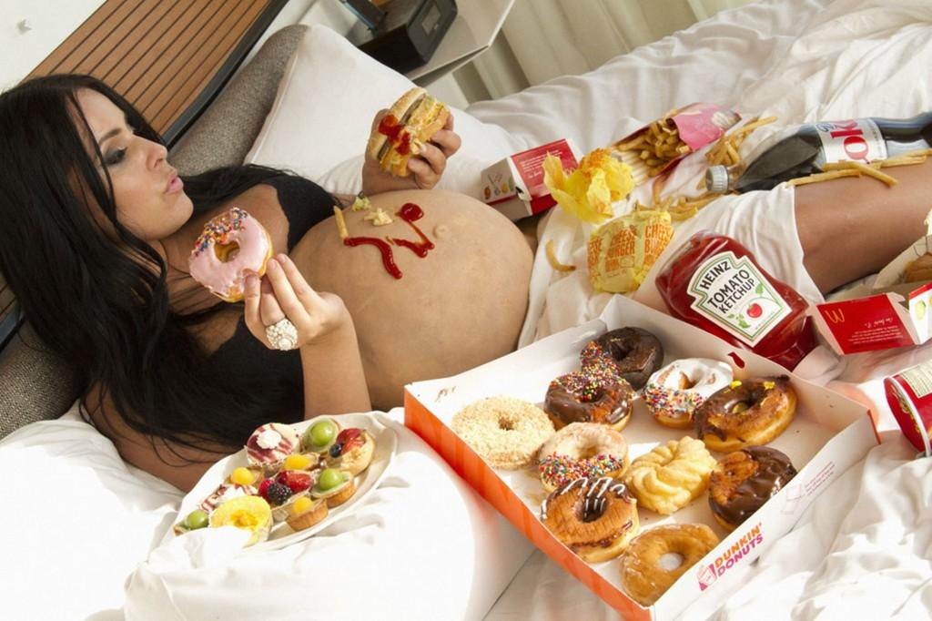 беременная ест много сладкого